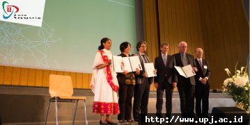 Rektor UPJ Raih Humboldt Alumni Award 2018
